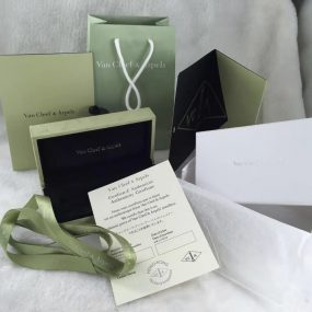 van cleef packaging